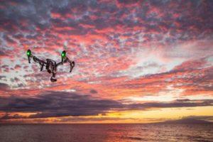 drone au coucher du soleil