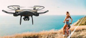 Drone Snaptain SP650 volant près de la mer
