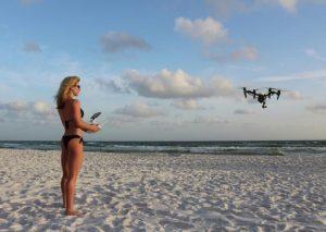 séance de pilotage de drone sur la plage